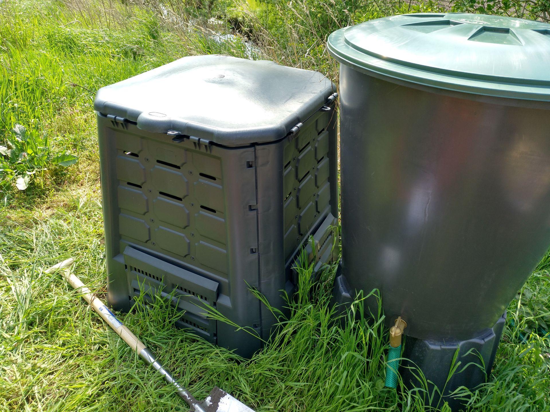Kompost und Wasser